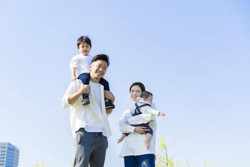 子どもに愛を伝えていますか?スキンシップと笑顔の会話で育む親子の絆