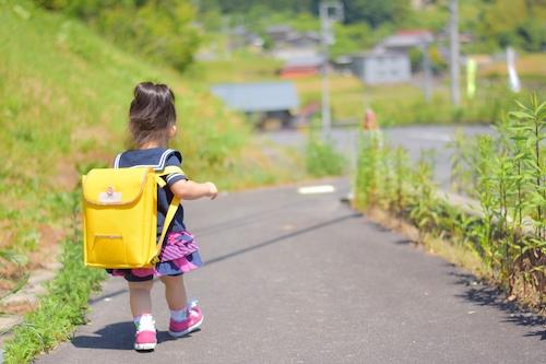 連休明けの生活リズムに要注意!子どもの習慣をととのえる「暗示」とは