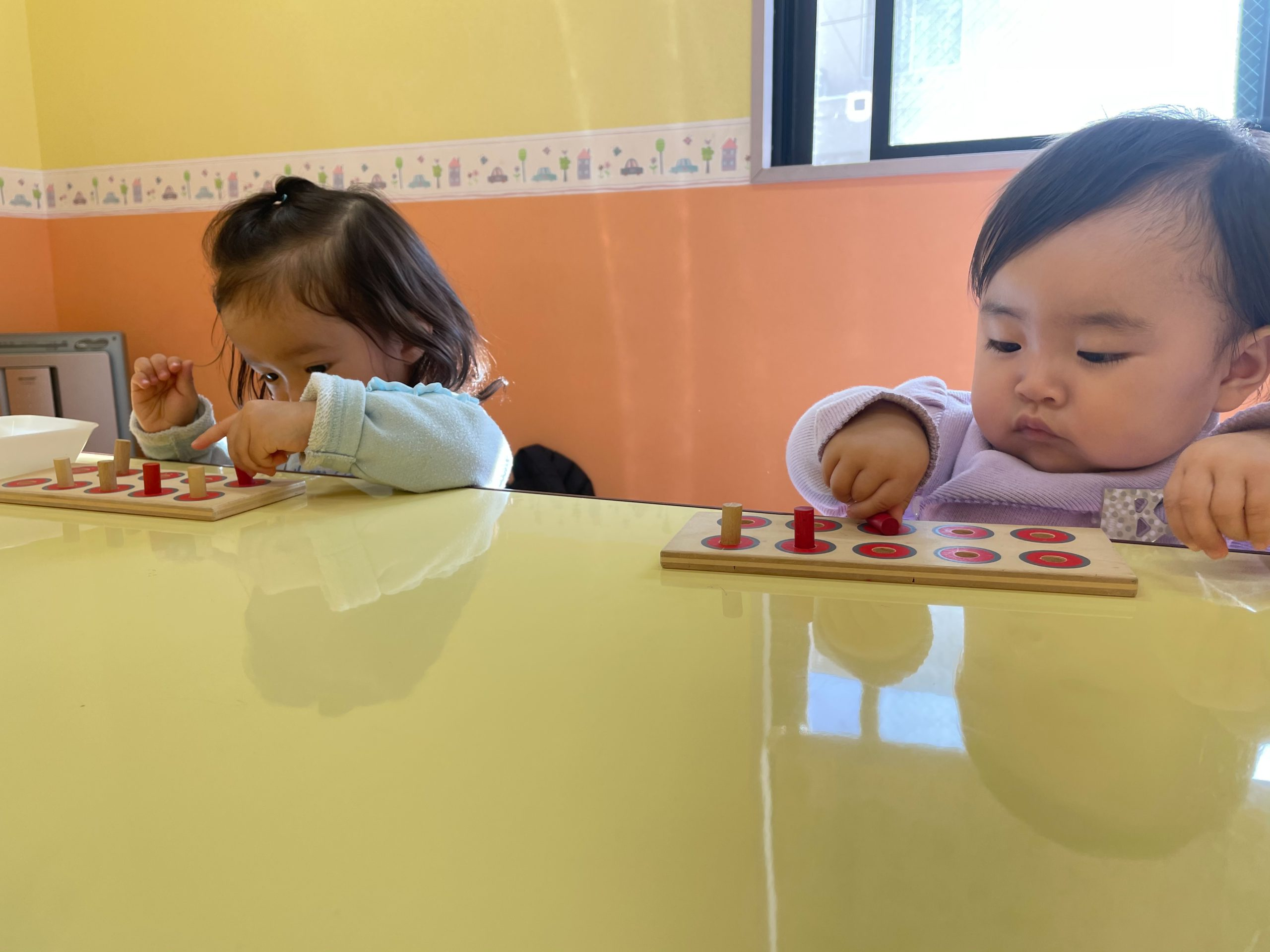 1歳児クラスのHちゃんとMちゃん