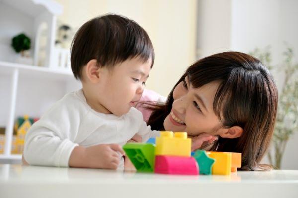 簡単にできる愛情の伝え方!「笑顔」と「聞く」だけで伝わる親の愛
